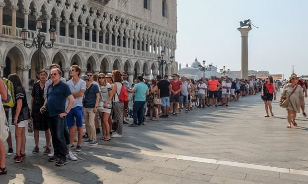 Venice to charge day-trippers up to €10 to enter city